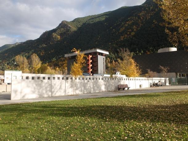 Vista general del mur on han d'anar les creacions.