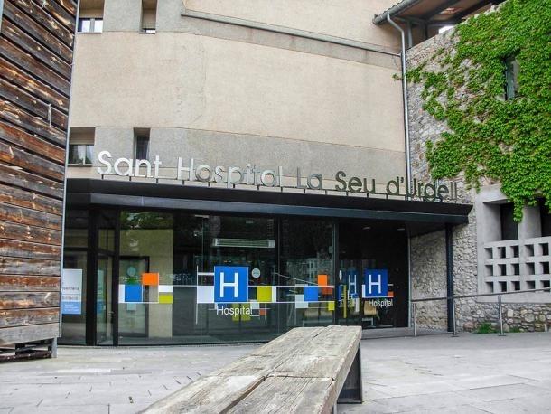 Entrada de l'hospital de la Seu d'Urgell.