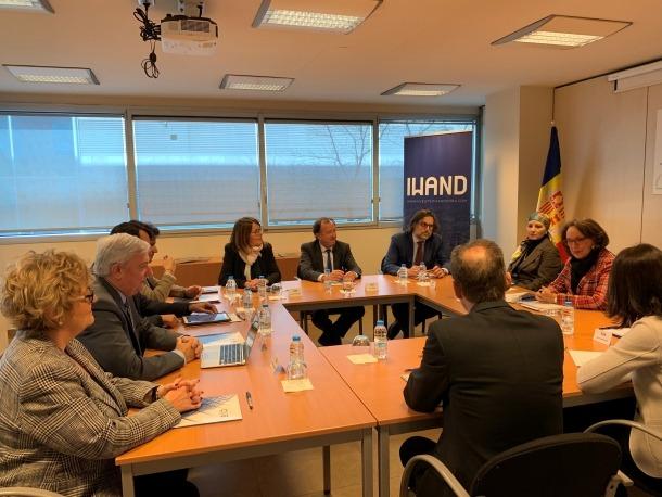 Una imatge de la reunió de Grynspan amb els representants de la CEA, ahir.
