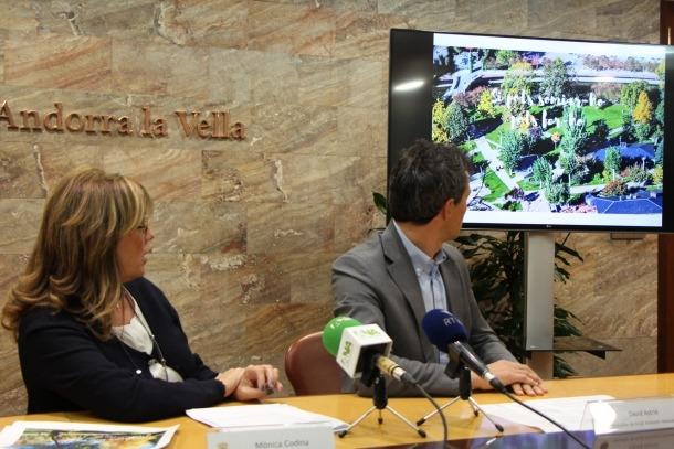La capital proposa col·locar vinils amb fotos als aparadors buits
