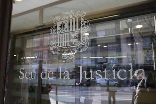 El Tribunal va recordar a l'acusat que ell declarava com a tal i no com a perjudicat.
