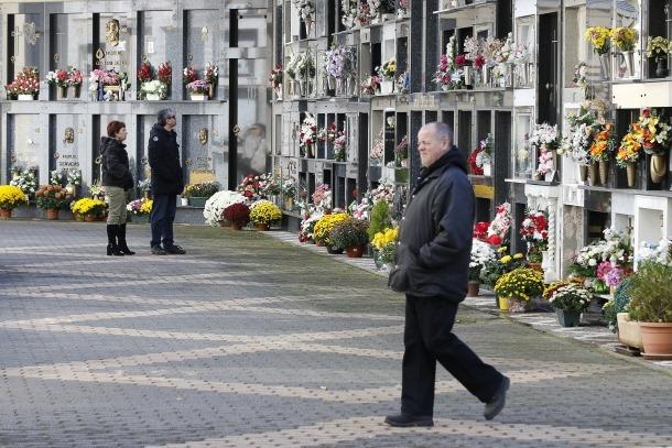Una cinquantena de persones s'han acostat cada dia al cementiri nou d'Andorra la Vella en la darrera setmana.