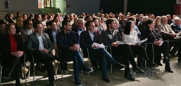Molné i Sansa amb la resta de candidats en la reunió de poble, ahir.