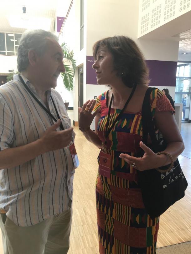 Jaume Bartumeu conversant amb la presidenta de la regió d'Occitània, Carole Delga.