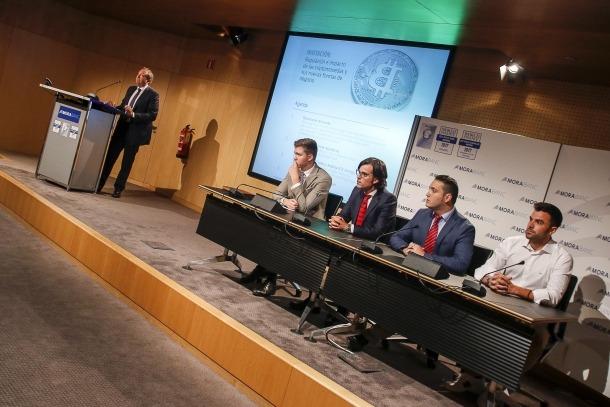 Pere Augé i els ponents que van participar ahir en la jornada sobre criptomonedes.