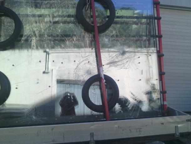 El vidre que va patir els danys estava carregat en un camió a la porta de Cristalleries Valira, al carrer de les Costes.