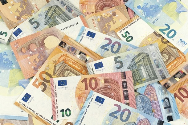 La guia de la Uifand informa que els diners en efectiu faciliten la comissió de crims.