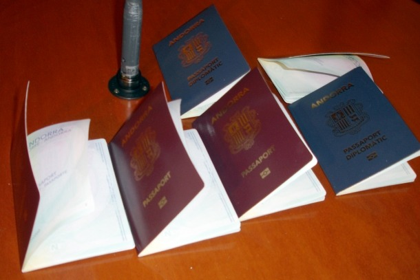 Justícia i Interior ha expedientat 28 persones per tenir doble nacionalitat