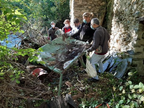 El xassís d'un automòbil, un Seat 127, va ser una de les primeres i més grosses peces 'capturades' en aquesta singular batuda.