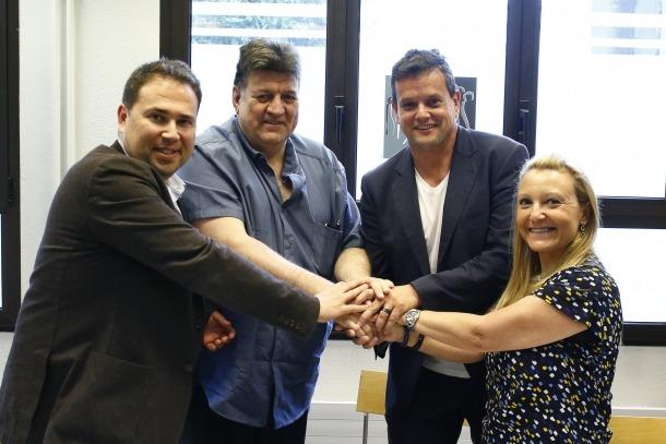 Delgado, Saravia i Parramon en el moment de la signatura, ahir.