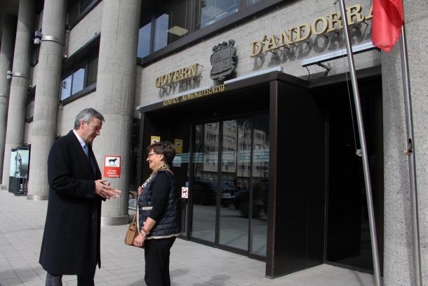 El cap de llista d'Andorra Sobirana va exposar els seus plans per a la Funció Pública davant de l'edifici administratiu.