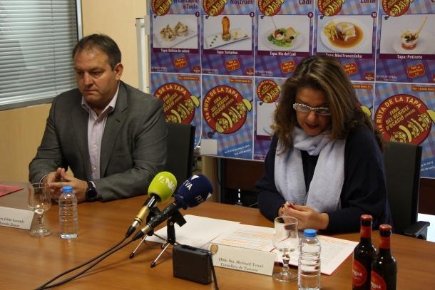 Jesús Julián i Meritxell Teruel van presentar ahir al matí l'11a edició de la Ruta de la tapa.