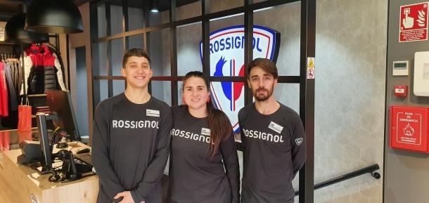Lucas, responsable de Merca Center Ski (a la dreta), amb Mario i Lorena.