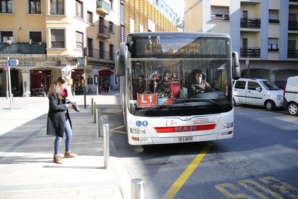 Un autobús que cobreix les línies nacionals.