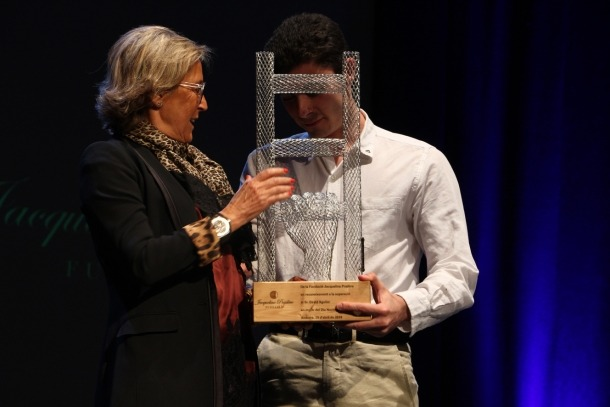 David Aguilar rep el primer premi Fundació Jacqueline Pradère.