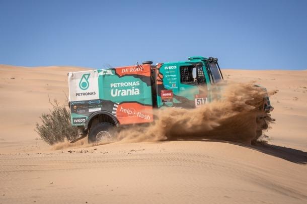 Llovera, Torres i Marco amb l'Iveco 157 durant la segona etapa del Dakar.