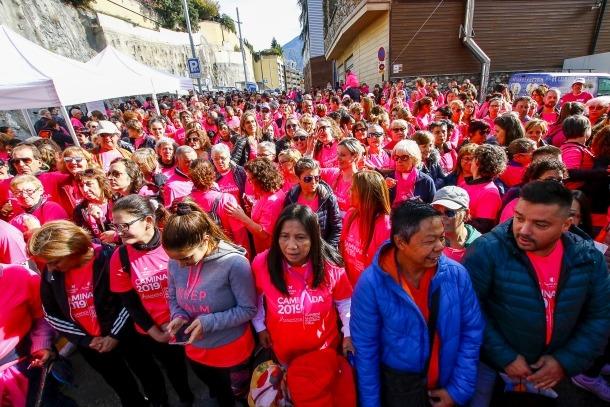 La sisena Caminada contra el càncer va tancar ahir els actes de la Setmana contra el càncer de mama.