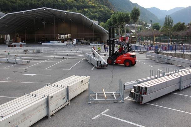El muntatge de l'envelat per a la Fira d'Andorra la Vella.