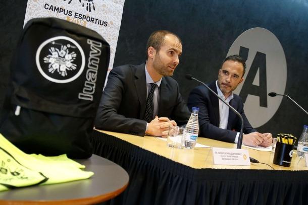 Gerard Fonolleda i Alain Cabanes en la presentació del campus esportiu Luanvi a la seu social del Banc Sabadell, ahir.