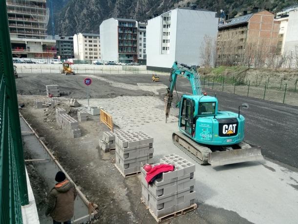 Les obres ja han començat a la parcel·la propera a l'estació d'autobusos.