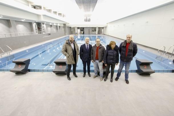 La cònsol major, Trini Marín, i el conseller d'Esports, Jordi Vilanova, van visitar ahir al matí les instal·lacions esportives reformades.