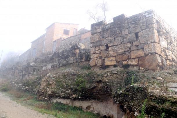 Una torra de l'antiga muralla d'Aeso, a la localitat d'Isona, al Pallars Jussà.