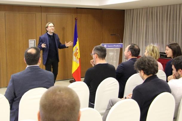 El director tècnic de Prevencontrol, Víctor García, durant la seva xerrada.