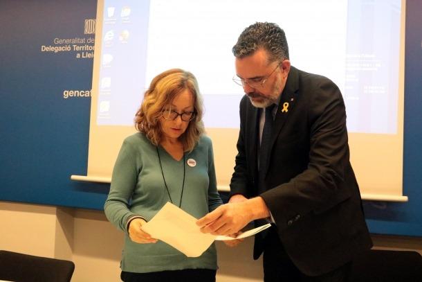 Josep Maria Tost, acompanyat de Dolors Tella, a la delegació del Govern a Lleida.