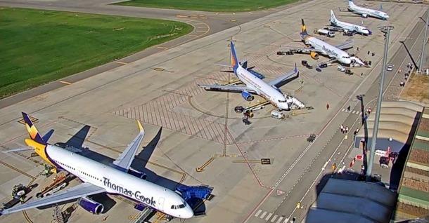 Un avió de Thomas Cook a l'aeroport de Lleida-Alguaire.