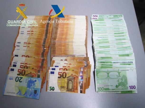 Els diners que van ser comissats pels agents de la guàrdia civil.