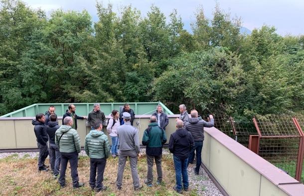 El conseller i els tècnics aranesos en una sessió pràctica amb especialistes italians.