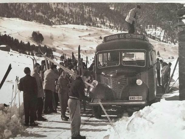 El Fargo de Fontaneda als anys d'esplendor, a finals dels 50, quan feia la línia d'Acs i portava els primers esquiadors.