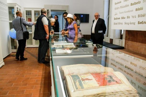 El santuari de Meritxell exhibeix una ingent col·lecció de bíblies.