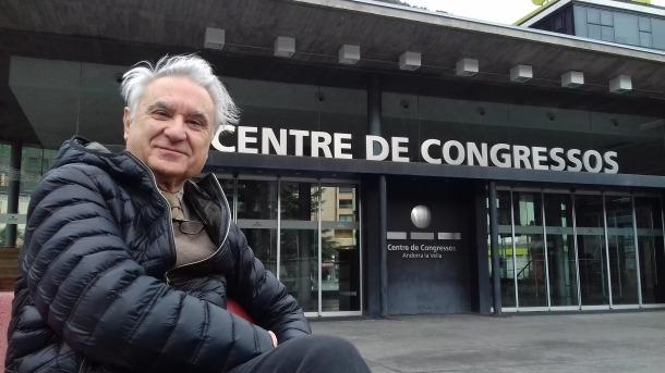 Escribano, davant del Centre de Congressos, que ha sigut històricament l'escenari de la Temporada.