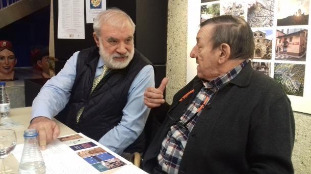 Dallerès i Morell, a punt de començar la vetllada literària d'ahir, estupenda iniciativa de l'Associació d'Escriptors.