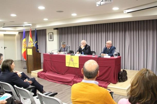 Un moment de la conferència de l'historiador Carlos Malamud a l'ambaixada d'Espanya.
