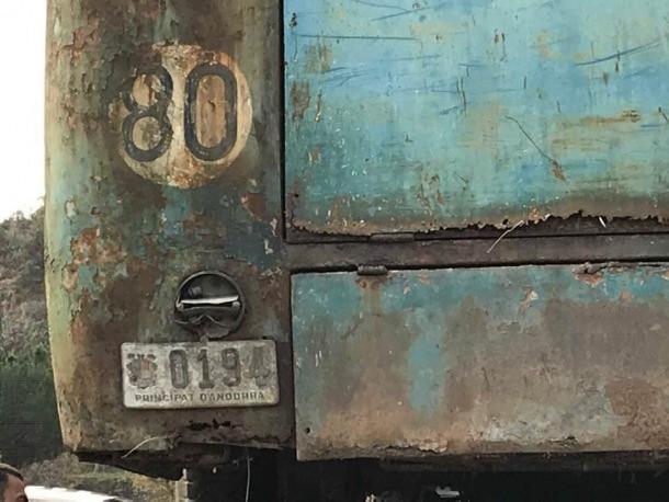 El vehicle es va traslladar el 15 de desembre des de Fontaneda a un box de la Comella; la placa 0194 és la segona i última; la primera matrícula va ser AND 402a.