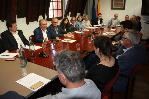 La reunió que va mantenir el president de la Diputació amb els alcaldes.