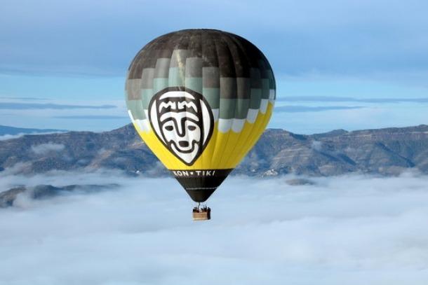 Un globus sobrevolant la conca de Tremp.