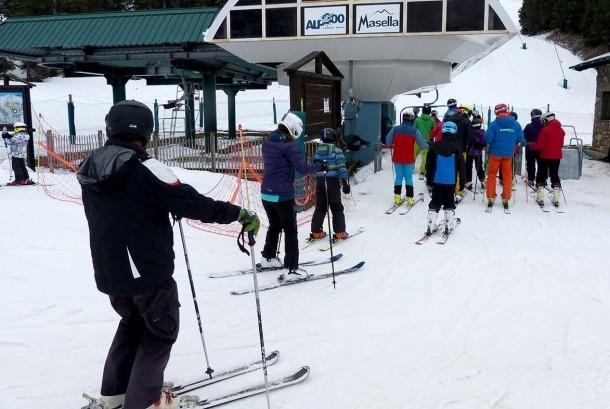 Un grup d'esquiadors a l'estació d'esquí de La Masella, durant la jornada d'ahir.