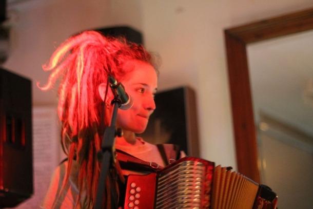 Alidé Sans i Paulin Courtial van presentar el seu últim disc 'Henerècla'.