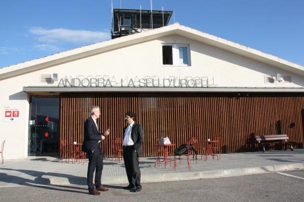 Isidre Gavín i Jordi Candela durant la visita a l'aeroport divendres passat.