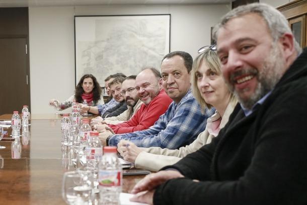 Una de les reunions dels representants sindicals amb el Govern.