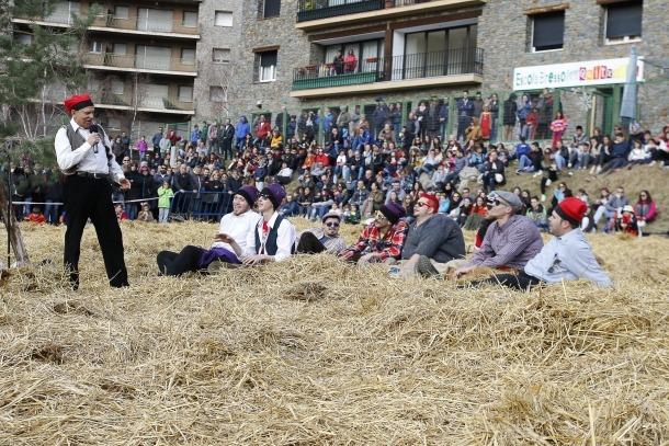Un moment de la representació del 'Ball de l'Ossa' d'Encamp.