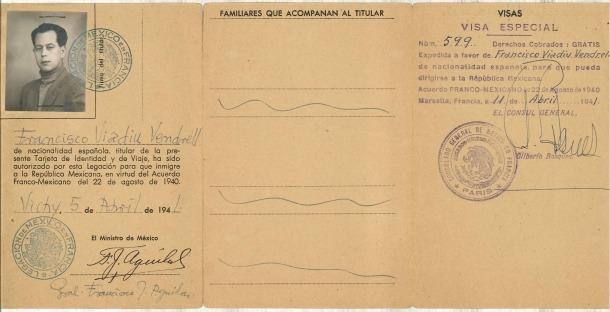 Rosa Viadiu i el seu pare, Francesc, al pis de cal Senzill on el 1950 va escriure 'Entre el torb i la Gestapo'; 'laisser-passer de frontière' expedit pel veguer francès (1944), certificat de bona conducta firmat pel cònsol de Sant Julià, Josep Travesset (1948), i 'visa especial' que autoritza Viadiu a emigrar a Mèxic: era l'abril del 1940 i òbviament no hi va anar.