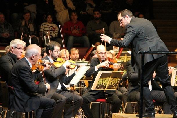 El mestre Francesc Prat dirigeix el concert de Cap d'Any, l'1 de gener passat.