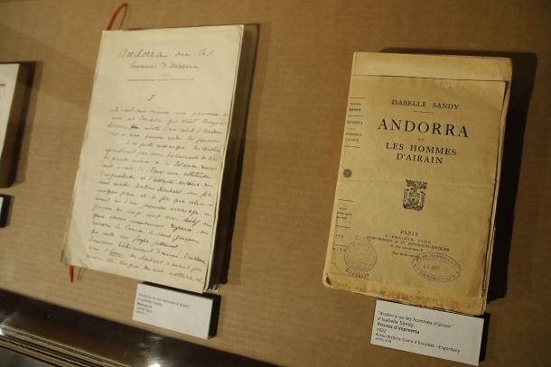 Manuscrit i prova d'impremta de 'Els homes d'aram', publicada el 1923 per Plon i que va ser un èxit immediat.