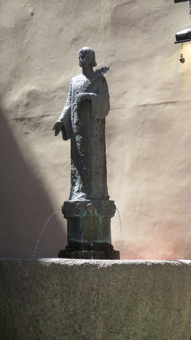 El Sant Esteve de Teruggi, quan encara estava dalt de la font.