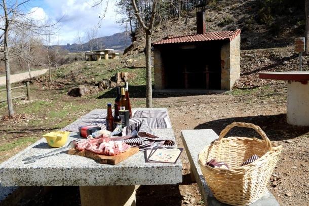 Hi ha habilitades arreu de la comarca un total de quinze barbacoes.