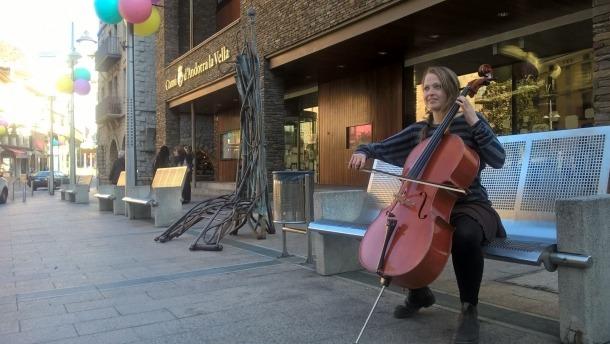 Andorra, Felina Gossmann, La Puça, música al carrer, Victoria, Canadà
